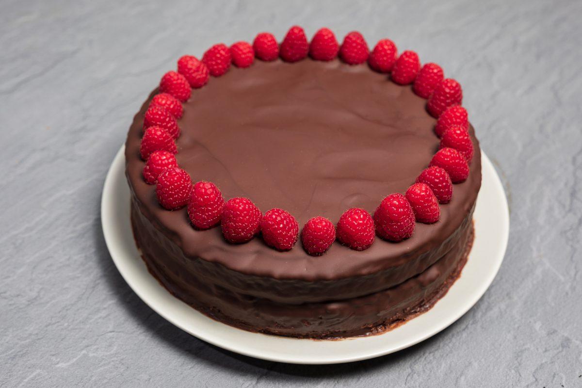 Čokoladna torta s chilijem i malinama by Olja's Kitchen - VolimLjuto.com