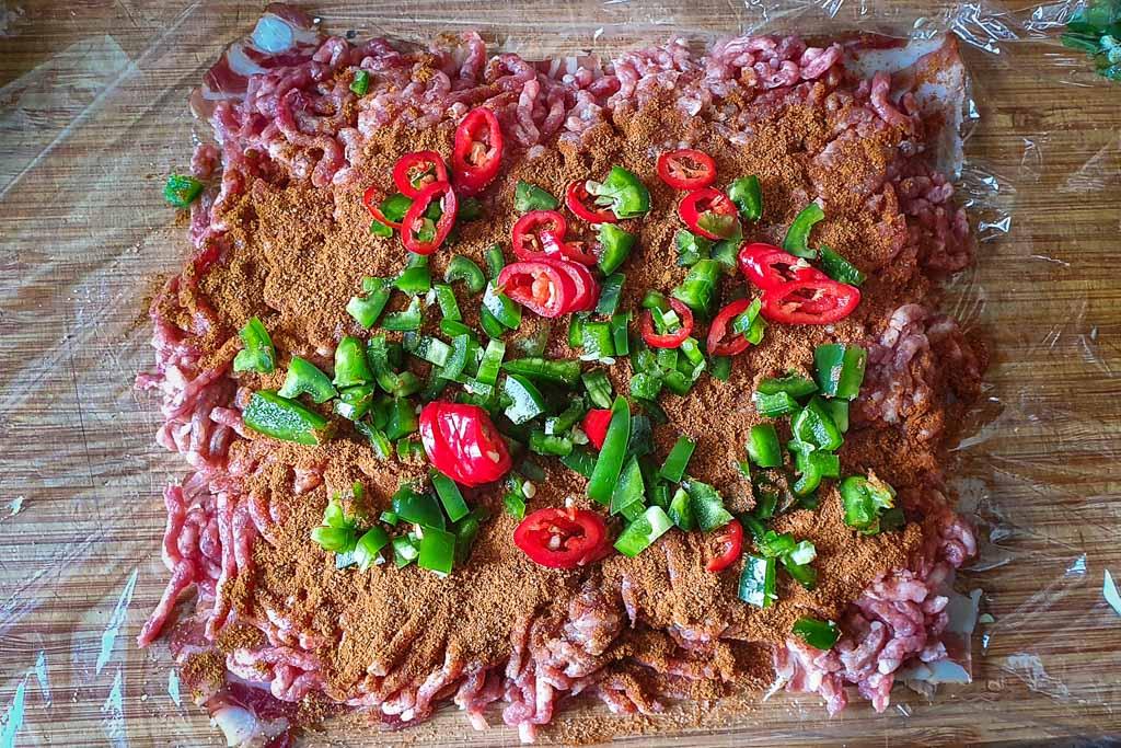 Špek bomba - mesna rolada sa špekom i ljutim papričicama 13