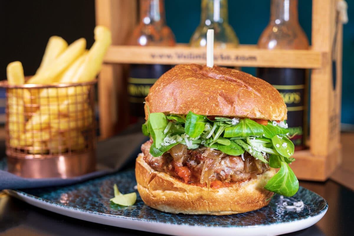 Black Slavonian Pig Burger - Franko's - VolimLjuto.com
