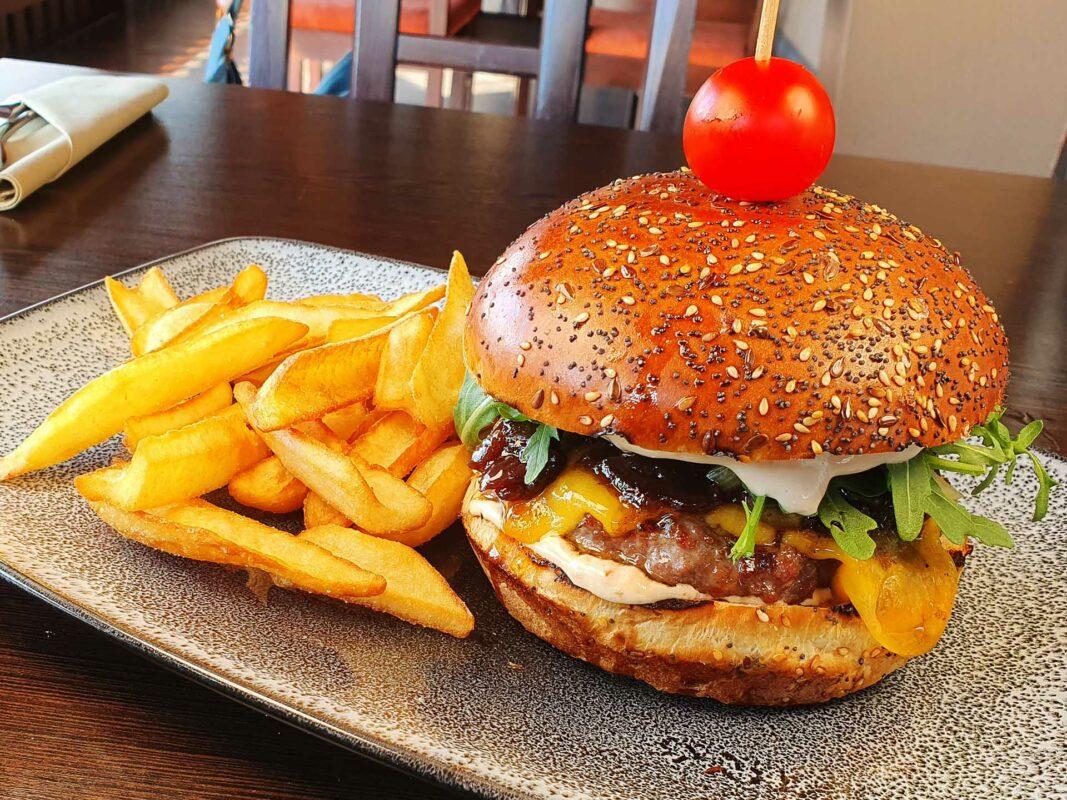 Slatinski Gaj burger